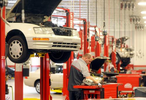 Beautiful At Your Service: Hendrick Toyotau0027s New Service Center Boasts 42 Bays.